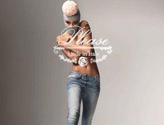 Bilde av toppløs dame med bukse fra merket Please. Bildet inneholder logo og er brukt som knapp til kategorien Please i Nettbutikken